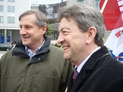 25-Avec Willy Meyer, vice président de la délégation euro-latinoaméricaine, responsable international d'Izquierda Unida, lors d'une manifestation de soutien au peuple grec devant le Parlement européen